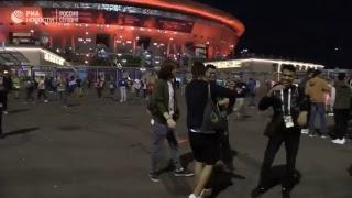 Фанаты покидают стадион после матча Франция-Бельгия