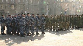 На площади Павших борцов прошло торжественное построение сотрудников полиции