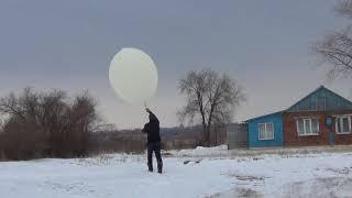 Запуск зонда метеорологами в Оренбурге