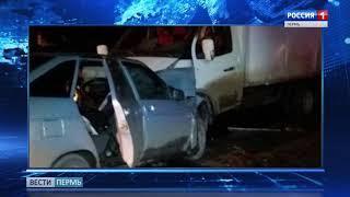 Авария в Кунгуре: дверь легковушки пришлось разрезать