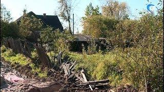 Жители частных домов на Хутынской устали жить в избушках и ждать расселения