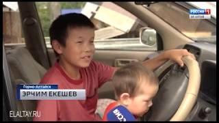 Александр Бердников вручил многодетной семье сертификат на приобретение автомобиля