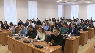 Волгоградские депутаты рассказали студентам о политологии