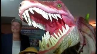 В Челябинске на премьере нашумевшего блокбастера гостей встречал динозавр