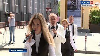 С песней по «зебре»: на улице Ленина в Новосибирске зазвучали песни «Битлз»