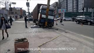 05.04.18 КРУТОЕ ДТП!!! Авария в г. Днепр пострадали 3 девушки...на рекламном плакате:)))
