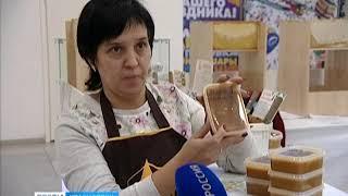 """В торговом центре """"КомсоМОЛЛ"""" работает выставка меда"""