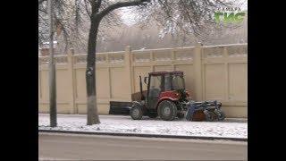 Самарские улицы  сразу после снегопада обрабатывают противогололедными смесями