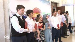Выпускники ДГУ получили красные дипломы