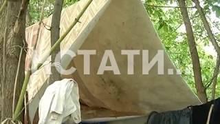 Власти спасают детей, родители которых поменяли квартиру на шалаш во дворе