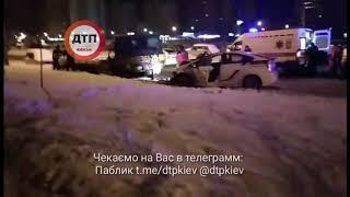 Ночное ДТП с участием полиции в Киеве на Бальзака 61: по словам свидетелей, на пустой дороге в 3 час