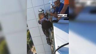 В Уфе 3-летняя девочка провела ночь на козырьке балкона на 14 этаже