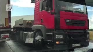 Разбитая кабина фуры, огромная пробка: на зауральской трассе - вновь жуткое ДТП