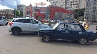 В Рыбинске столкнулись два автомобиля: пострадал водитель