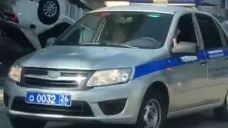 В центре Минвод перевернулась иномарка