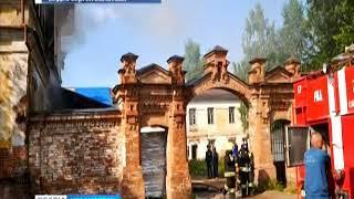 В Енисейске пожар повредил историческое здание