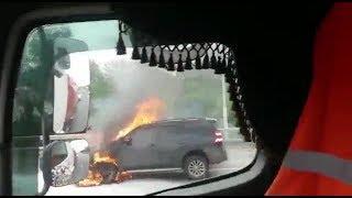 На трассе М5 в Башкирии загорелся элитный внедорожник