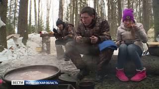 Школьники изучают способы выживания в зимнем лесу