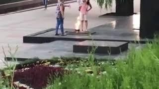Пятигорчане используют Вечный огонь как сушилку для одежды.