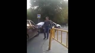 Саратовский водитель проколол колесо на чужом авто во время движения