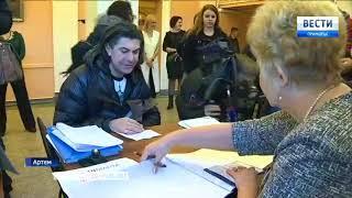 Николай Цискаридзе первым проголосовал на одном из избирательных участков в Артеме. 1