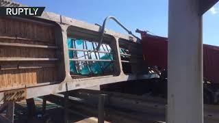 Грузовик снёс пешеходный мост в Подмосковье: видео с места ДТП