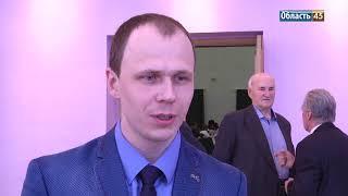 Молодые специалисты Кургана получили по 50 тысяч рублей от главы города