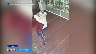 В Уфе грабитель разбил витрины магазина и похитил мобильные телефоны