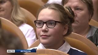 Президенты и руководители школьного самоуправления получили удостоверения и значки
