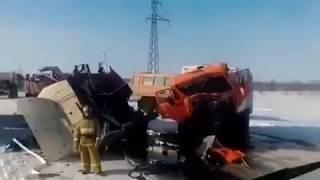 ДТП на Ямале. Столкнулись вахтовый автобус и грузовик