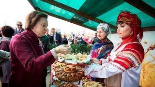 Наталья Комарова заложила капсулу времени и попробовала национальную кухню