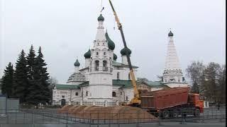 На купола храма Ильи Пророка возвращаются отреставрированные кресты