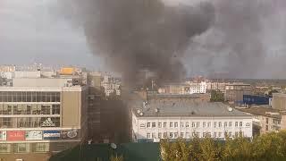 На улице Кирова в Пензе горит летняя веранда ресторана
