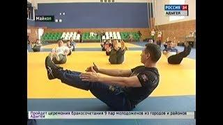 Чемпион мира по кикбоксингу Бату Хасиков провел мастер класс для сотрудников МВД по РА