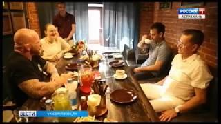 Губернатор Астраханской области подарил Джеффу Монсону лотос, воблу и пообещал машину арбузов