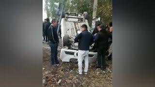 В Бишкеке авто перевернулось после ДТП, есть пострадавшие