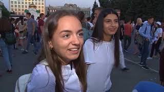 Студент СГУ сделал предложение своей девушке во время открытия фестиваля «Поехали!»