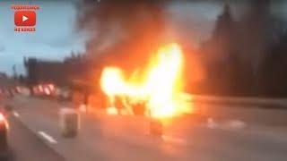 В Петербурге микроавтобус после ДТП сгорел вместе с пассажирами