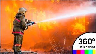Крупный пожар вспыхнул на мебельном складе в Подольске