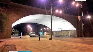 На Коммунальном мосту тестируют новую подсветку арок