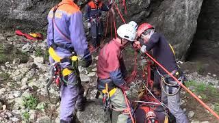 Крымские спасатели тренировались в пещерах