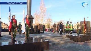 В Старой Руссе торжественно открыли стелу «Город воинской славы»
