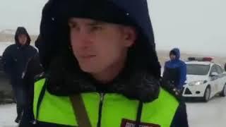 В Грачёвском районе из из снега перекрыли дорогу