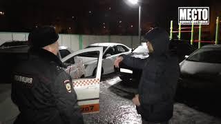 Пассажир выбил стекло, таксист брызнул перцовкой