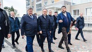 Зампреду правительства России показали новостройки Ханты-Мансийска