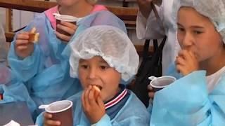 """Тайны хлебопекарного дела раскрыли юным биробиджанцам в """"Хлебном дворе""""Бридер""""(РИА Биробиджан)"""