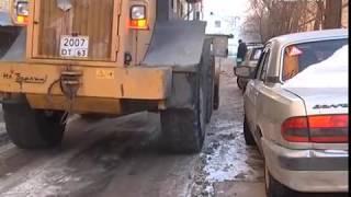 Улицы Самары продолжают очищать от снега и наледи