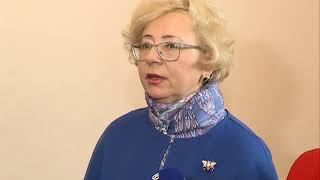 Голосует Орлова