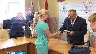 Семь человек получили гражданство России и паспорта в Магадане