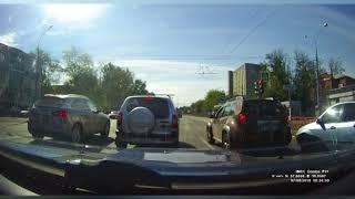 В Ярославле два пешехода попали под колеса автомобиля